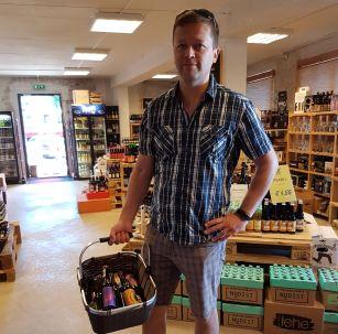 ostoksilla SIP olutkaupassa
